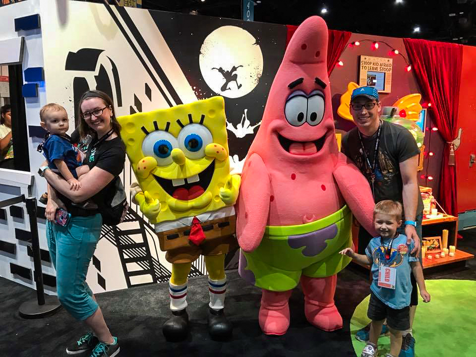 The Morgan Family and their kids pose with Spongebob Squarepants and Patrick at San Diego Comic con