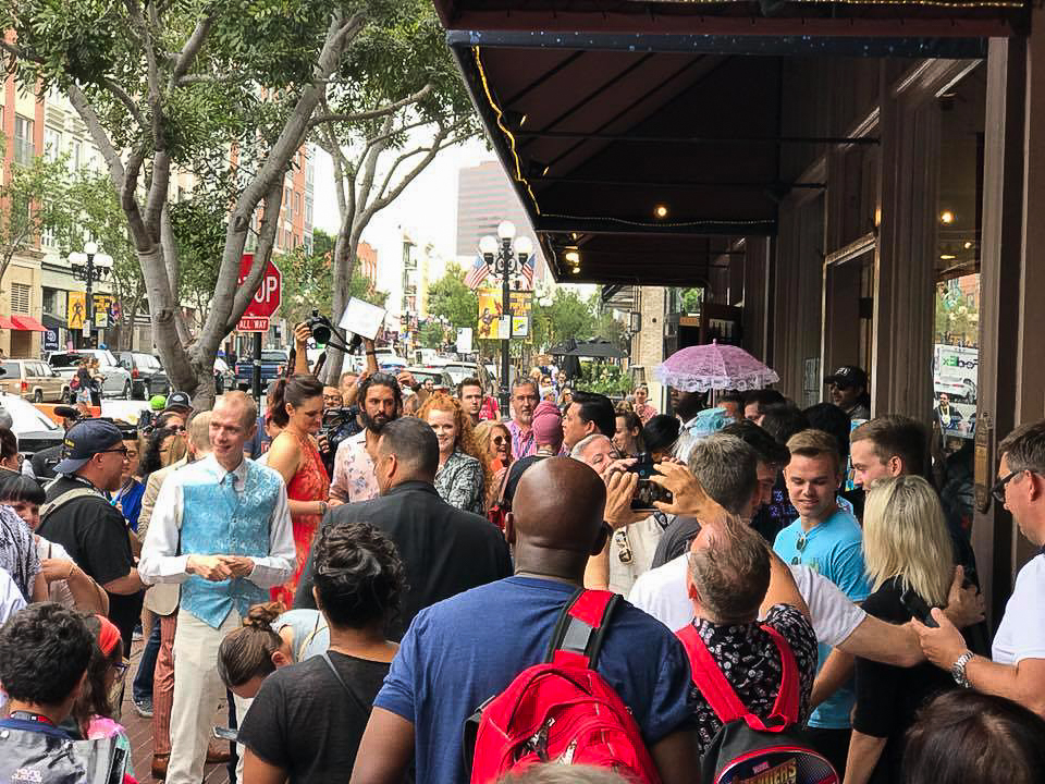 Crowds outside an art gallery in San Diego during Comic Con, where the Star Trek Discovery cast is appearing