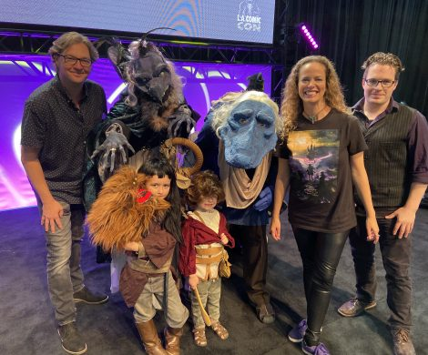 The Morgan family in the Dark Crystal: Age of Resistance cosplay as a Skeksis, Mystic, Rian and Hup, pictured with the Jim Henson Studios team